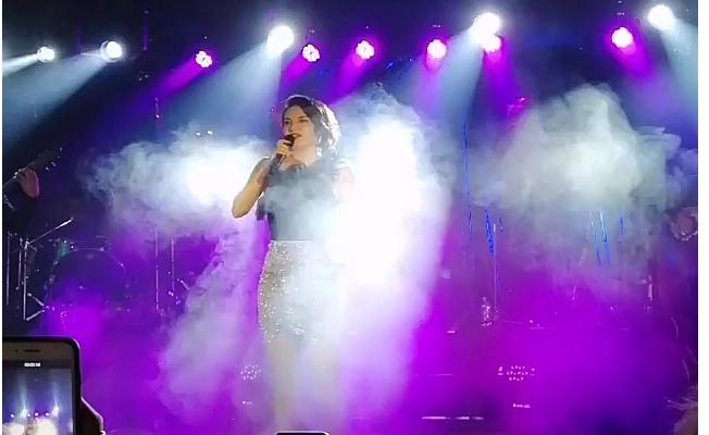 Göksel Kadıköy'ü Şarkılarıyla Coşturdu