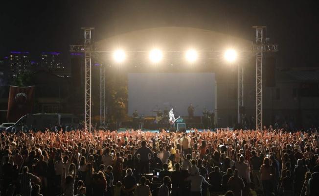 Eyüpsultanlı gençler Buray konseriyle eğlendi
