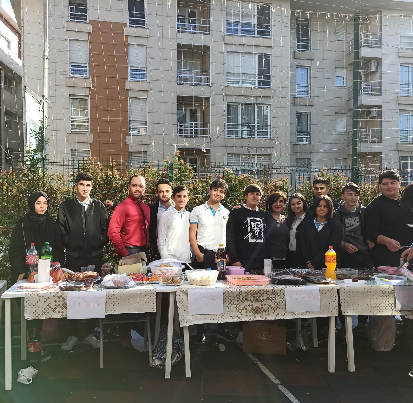 Göktürk Final Ortaokulu & Anadolu Lisesi , Şehit Ailelerine bağışlanmak üzere kermes düzenledi.