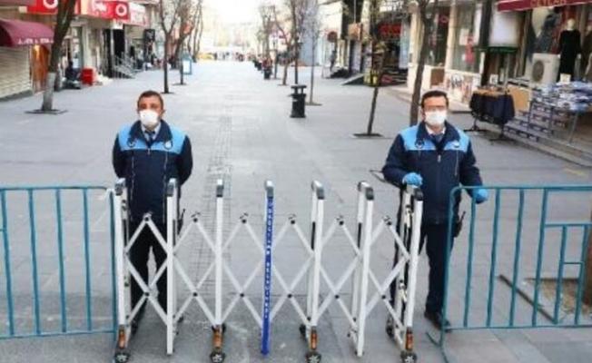 İstanbul'da Meydanlar Kapatıldı