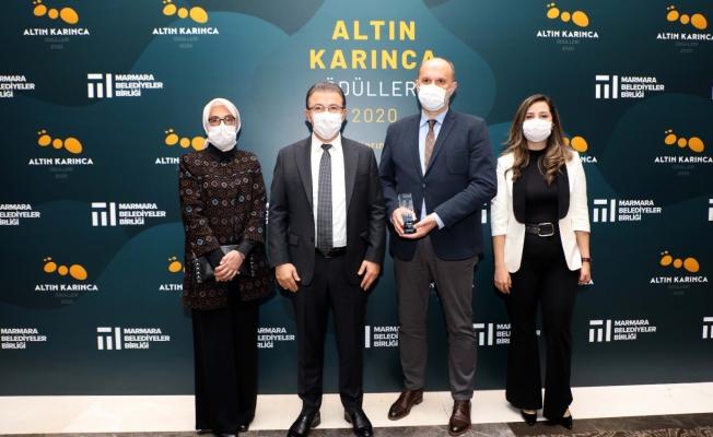 Eyüpsultan Belediye Başkanı Deniz Köken'e Altın Karınca Ödülü