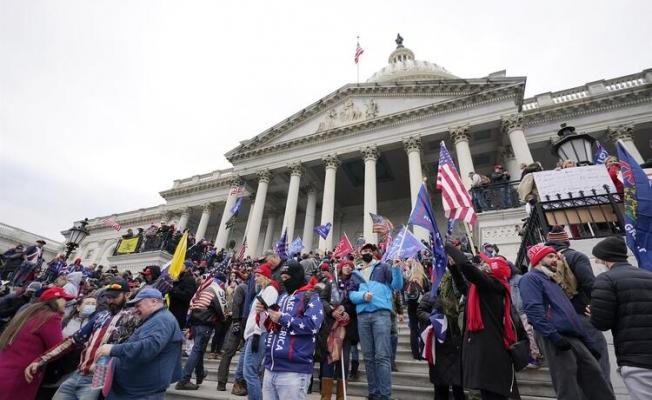 ABD'de büyük kriz! Göstericiler kongre binasını bastı... Silahlar çekildi