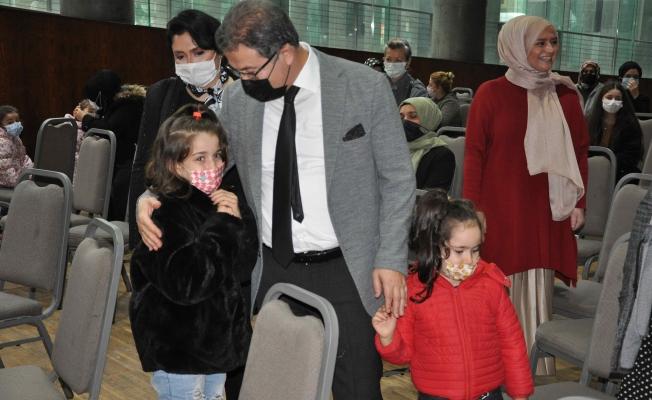 Eyüpsultan Belediyesinden 300 Çocuğa Kışlık Kıyafet Yardımı