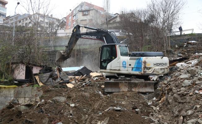 Eyüpsultan'da riskli yapılar yıkılıyor.
