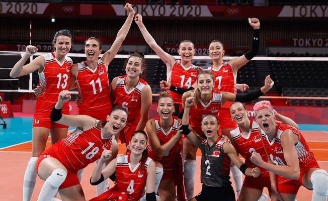 Filenin Sultanları yarı finalde! Türkiye yarı final voleybol maçı ne zaman, rakip kim oldu?