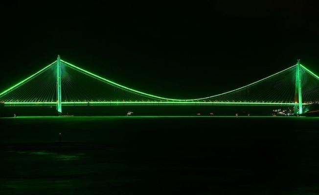 İstanbul'daki iki köprü, Serebral Palsi farkındalığı için yeşil renge büründü
