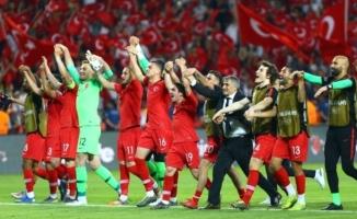 Türkiye Dünya Şampiyonu Fransa'yı 2 - 0 Mağlup Etti!