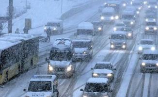 Trafik durma noktasında... İstanbul'da kar şiddetini artırdı, uyarı geldi
