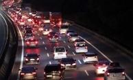 İstanbul'a dönüş trafiği başladı. Trafik havadan böyle görüntülendi