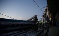 Yüksek Hızlı Tren ile Banliyö Tren Çarpıştı!