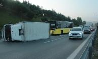 Kağıthane'de İETT otobüsü kamyonete çarptı: 1 yaralı