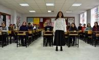 Protez bacakla 'ilk adım' heyecanı yaşayan Buket öğretmen öğrencilerine kavuştu