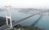 İstanbul'da Tarihi Anlar Yaşanıyor! Köprüler, Meydanlar Boş Kaldı