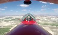 Kadın akrobasi pilotu 23 Nisan'da çocuklar için havalandı