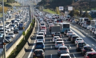 İstanbul'da hafta sonu kısıtlamasına saatler kala trafik yoğunluğu